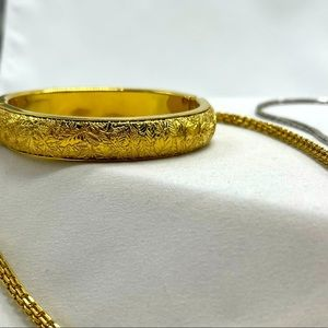 Monet vintage embossed hinged bangle in gold tone